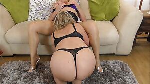 Camilla licks Wendy out