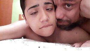 BLUEZAO FAZENDO DUDA HUGNEN GOZAR BEM GOSTOSO GEMENDO DE PRAZER