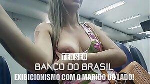 Cristina Almeida mostrando os peitinhos e sendo bolinada dentro do Banco do Brasil pelo Marido Corno