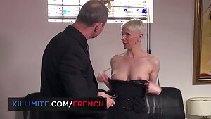 Grandmother pounded by the doctor (Mia Wallace)