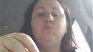 Chubby plus-size munches in car while getting hit on by stranger