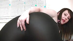 Jiggly farting ass